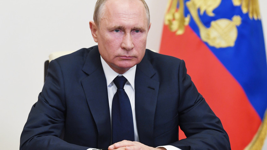 Ruski predsednik med videokonferenco na temo sproščanja karantenskih ukrepov v Novo-Ogarjovo