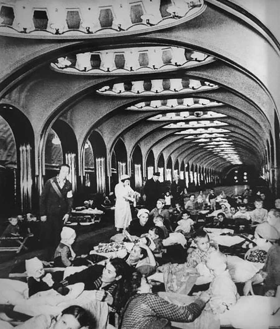 La station de métro Maïakovskaïa transformée en abri anti-aérien, 1941
