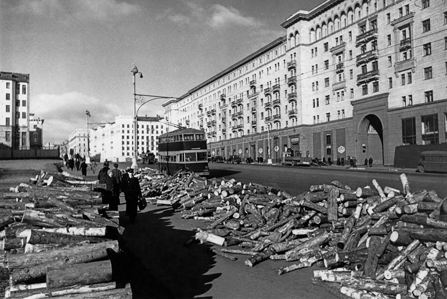La rue Gorki (aujourd'hui rue Tverskaïa), principal axe de Moscou, septembre 1941