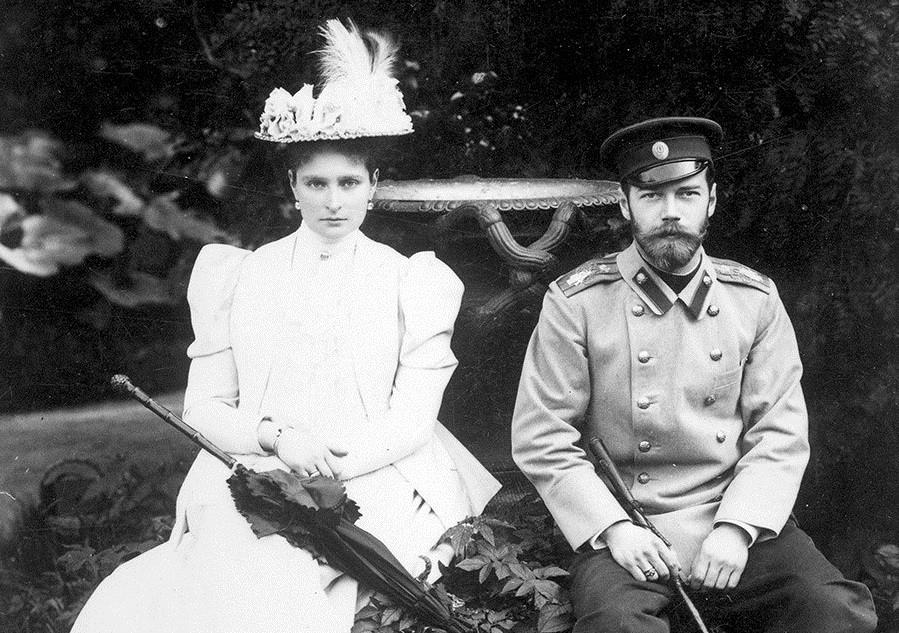 A imperatriz Aleksandra Fiódorova com Nikolai 2°.