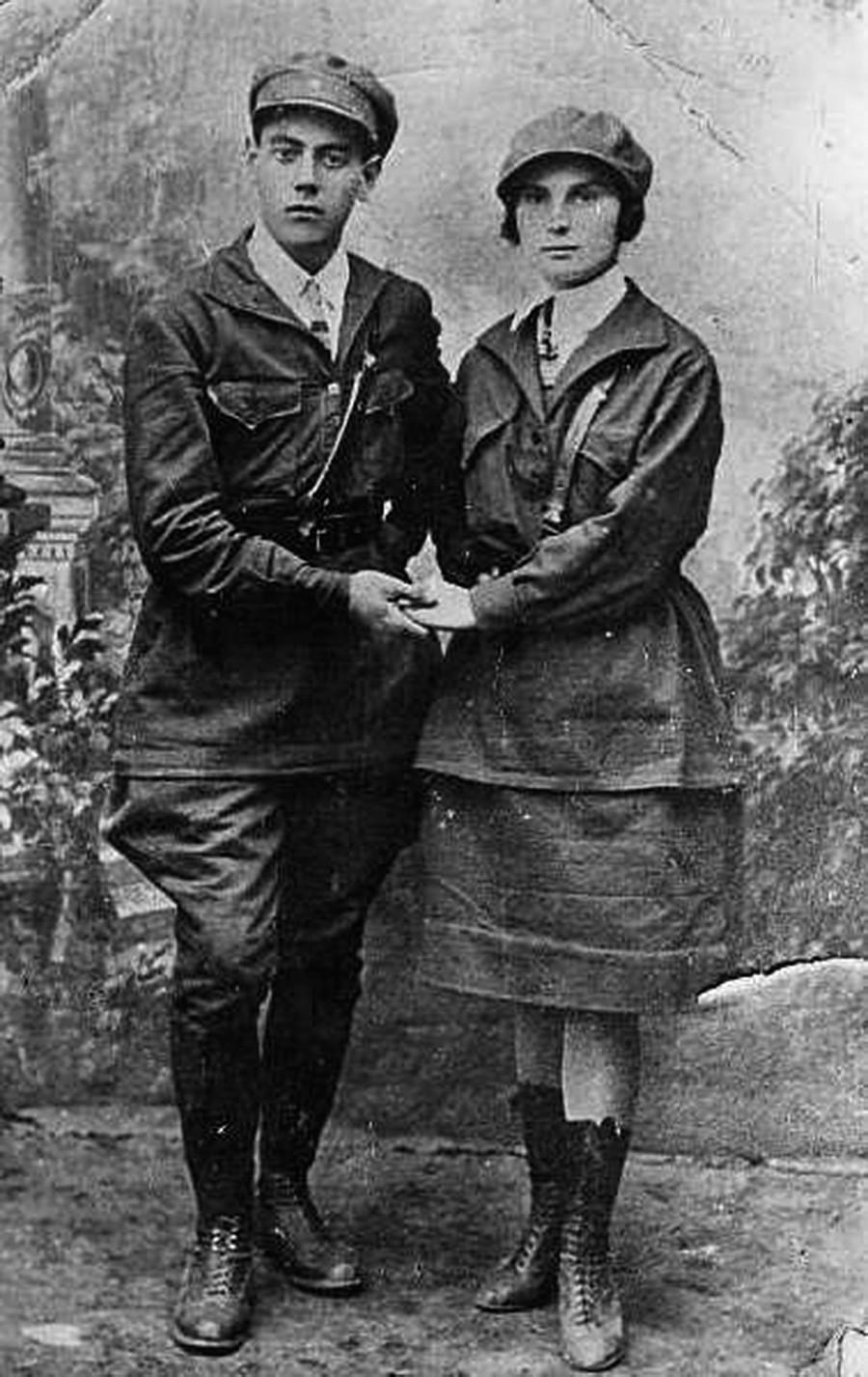 Membros do Komsomol na década de 1920.