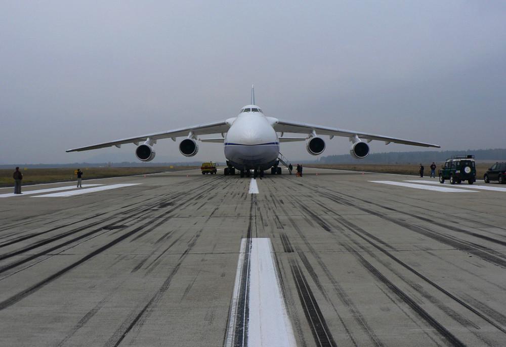 Avión de transporte superpesado ruso An-124-100 Ruslan
