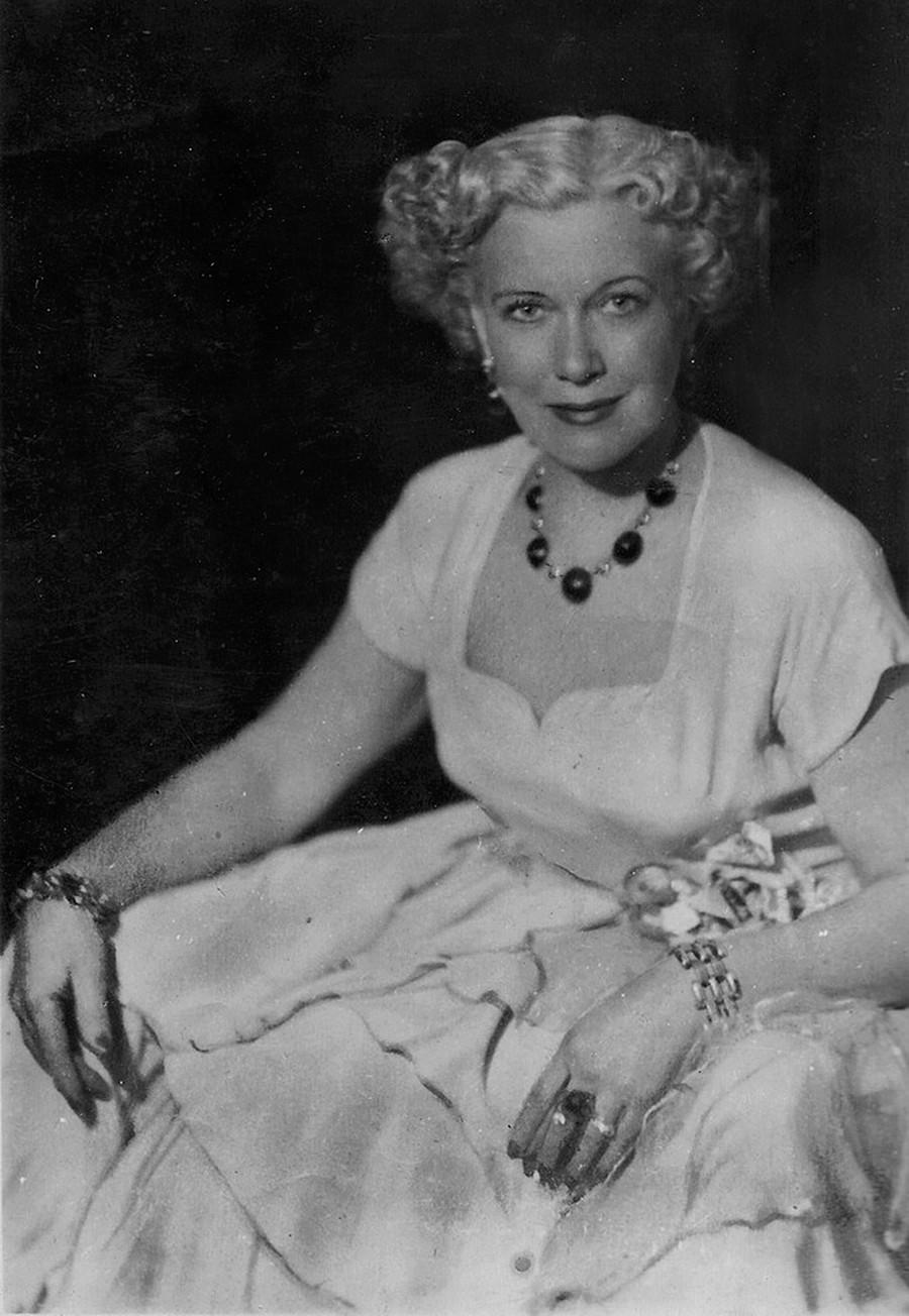 女優、リュボーフィ・オルロワ