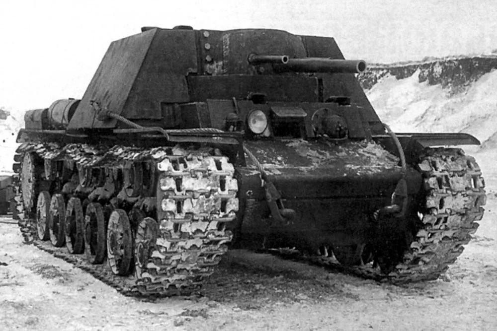 Un tanque experimental KV-7.