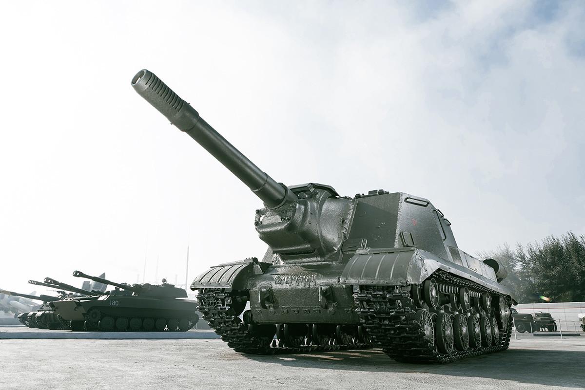 ISU-152自走砲