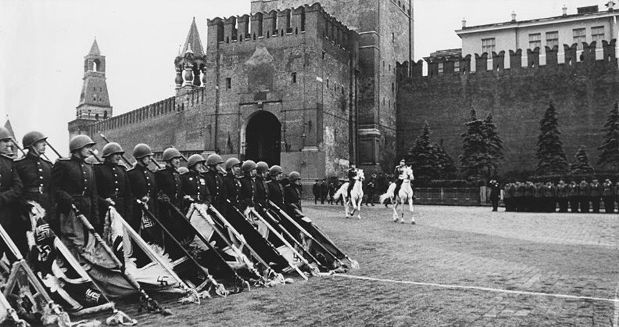 ソビエト連邦元帥ゲオルギー・ジューコフ。1945年6月24日の勝利パレードにて。