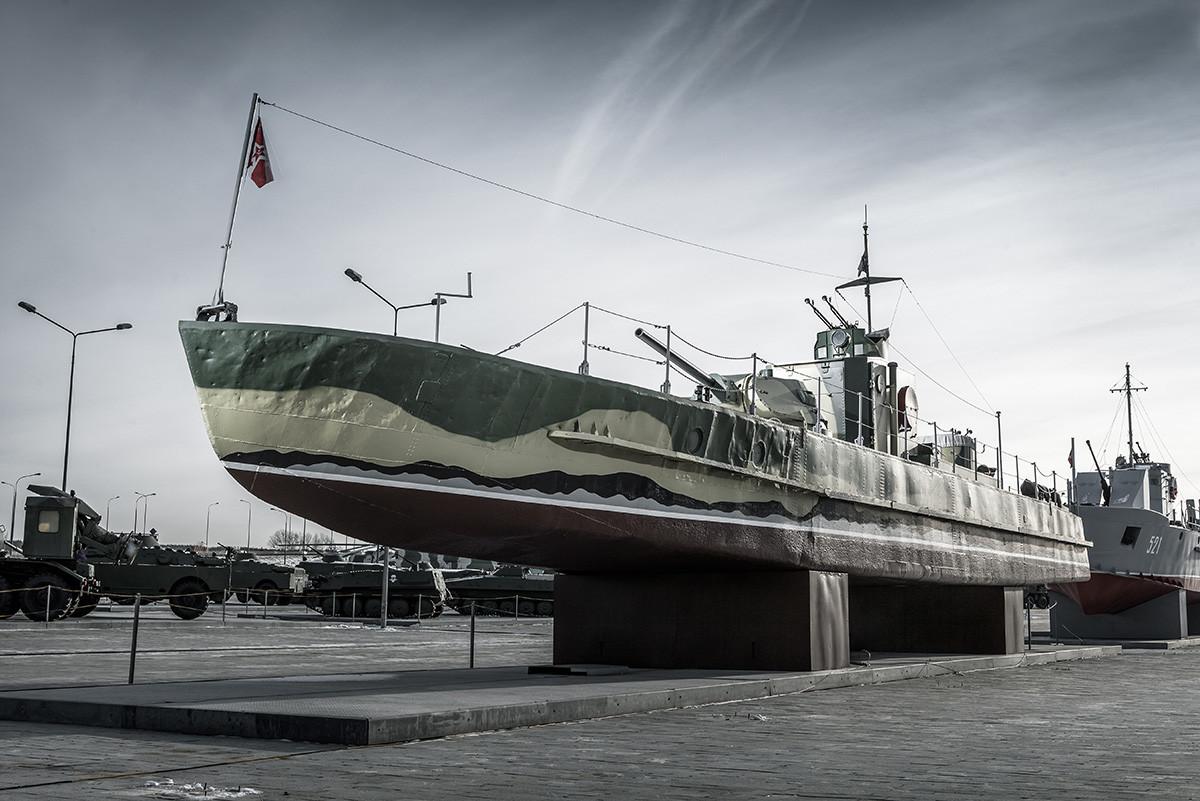 Чамац пројекта 1125. Овај чамац је учествовао непосредно у Стаљинградској бици у јесен 1942. Немци су га потопили док су из њега искрцавани рањеници код Северног пристаништа. Данас је рестауриран и чува се у музеју војне технике близу Јекатеринбурга.