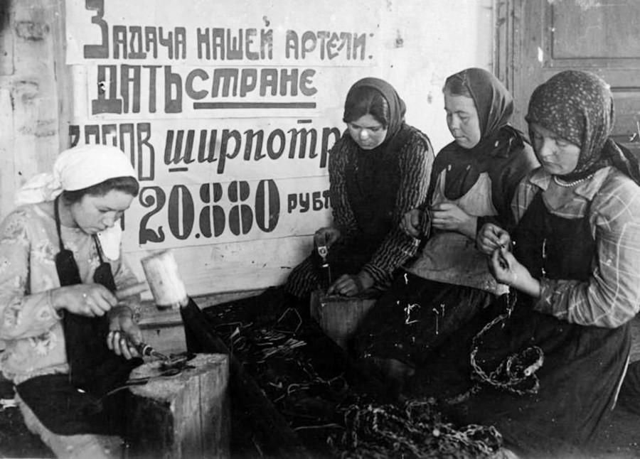 Miembros de un artel (cooperativa de producción soviética)