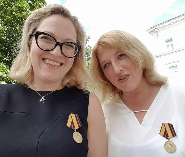 Lijevo, Alexandra Kolb, desno Julia Egger.