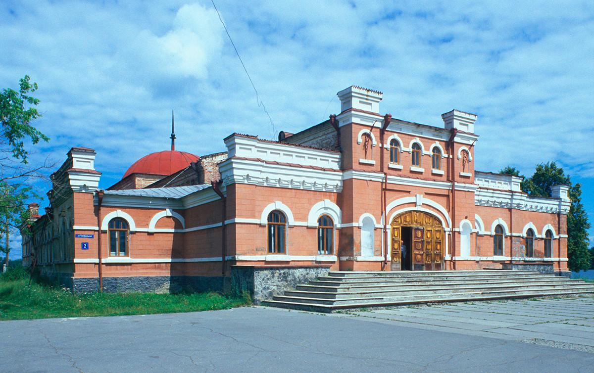 Narodni dom, zgrajen leta 1913. 14. julij 2003.