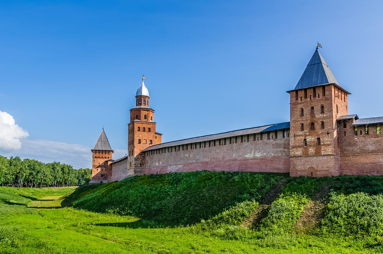 The Novgorod Detinets walls and towers