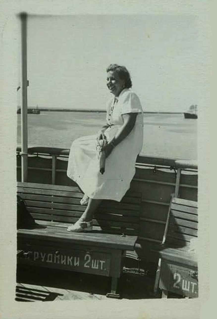 Ženska na krovu parnika