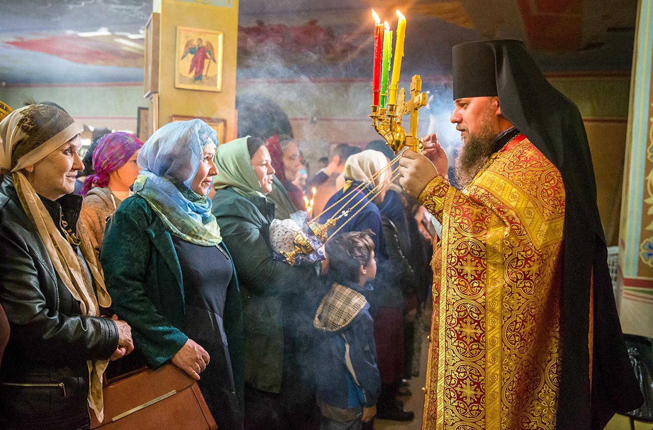 Kebaktian Paskah di Gereja Mikhaila Arkhangela.