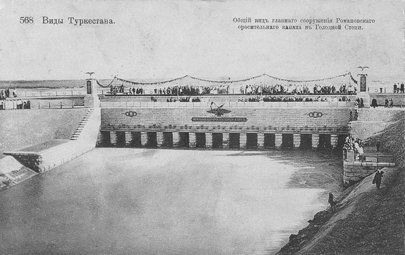 Общ вид на напоителното съоражение на Романовския канал в Гладната степ