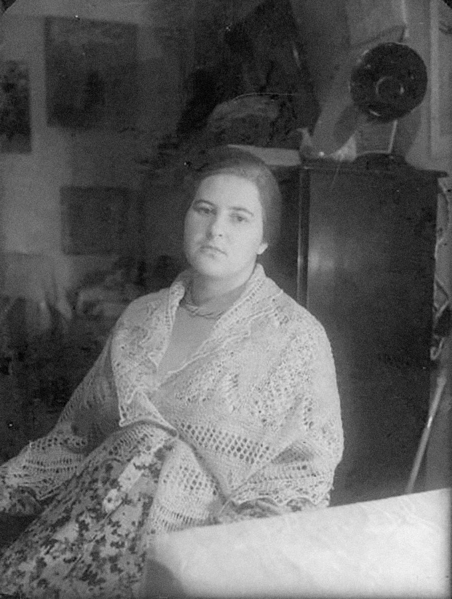 Женщина в пуховом платке