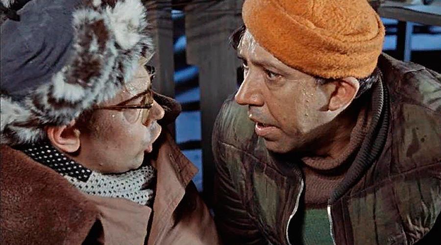 """Film Soviet """"Operatsiya 'Y' i drugie priklyucheniya Shurika"""". Bagaimana Anda melafalkan bunyi Y pada judul tersebut?"""