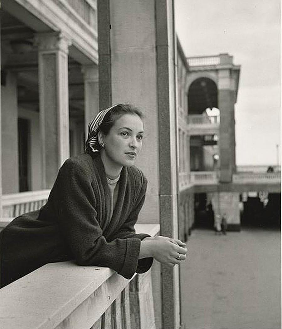 Aktris Klara Luchko di Terminal Sungai Utara, Moskow.