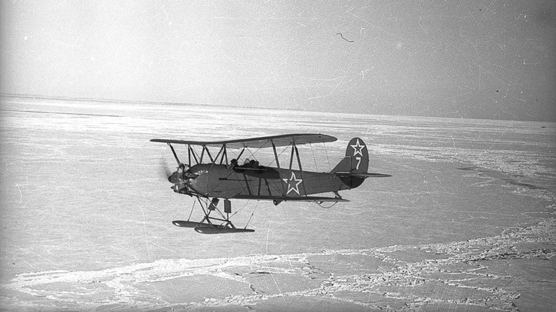 Letalo U-2 št. 7, ki ga je sestrelila nemška protiletalska obramba ponoči, 1. 8. 1943. Posadka (pilotka Valentina Polunina in navigatorka Glafira Kašarina) ni preživela.
