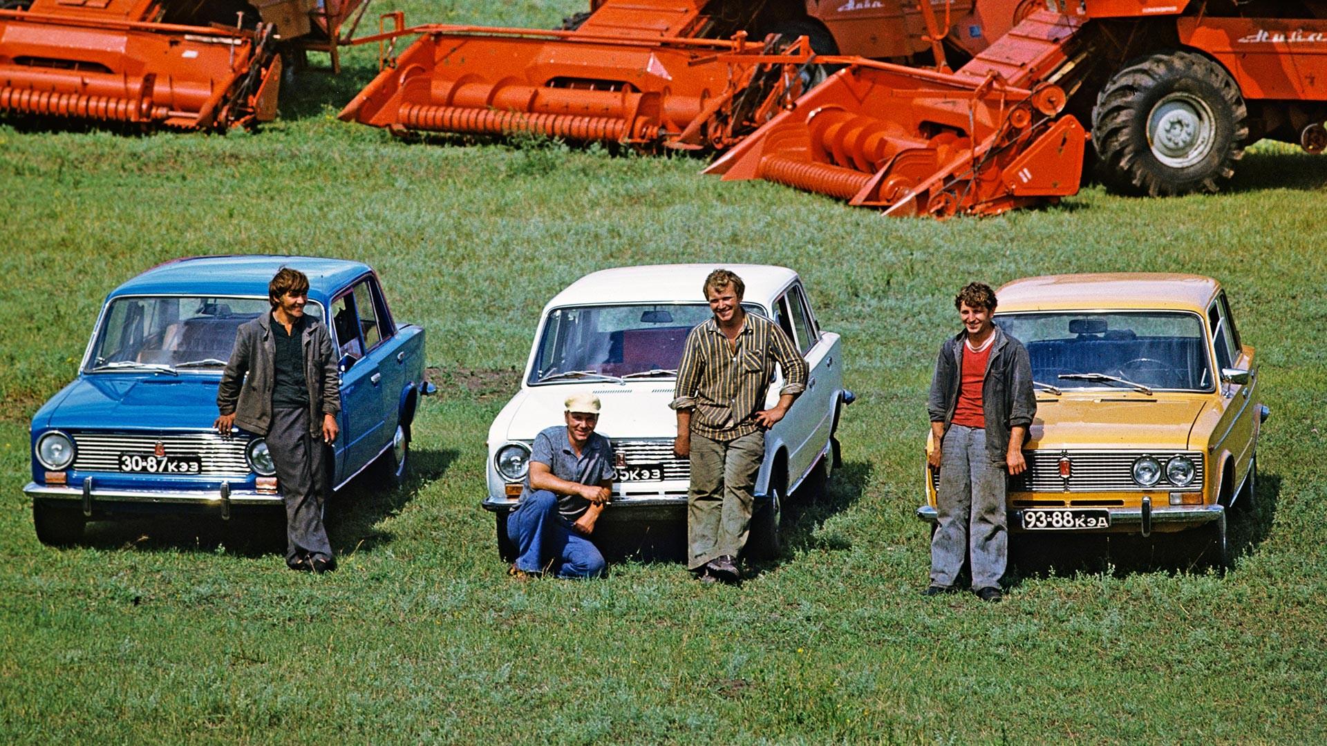 Agriculteurs d'un sovkhoze soviétique