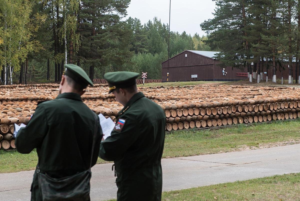 Изглед към района, където се съхраняват изгорени артилерийски муниции, които също могат да бъдат въоръжени с тактически ядрени бойни глави.