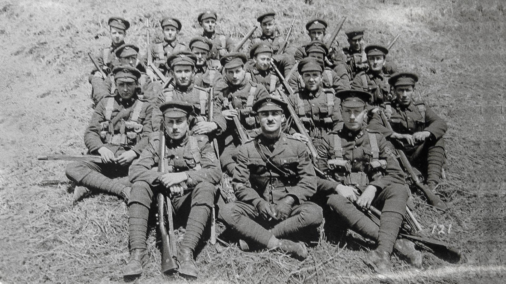Канадцы в бухте Горностай, где их разместили по казармам