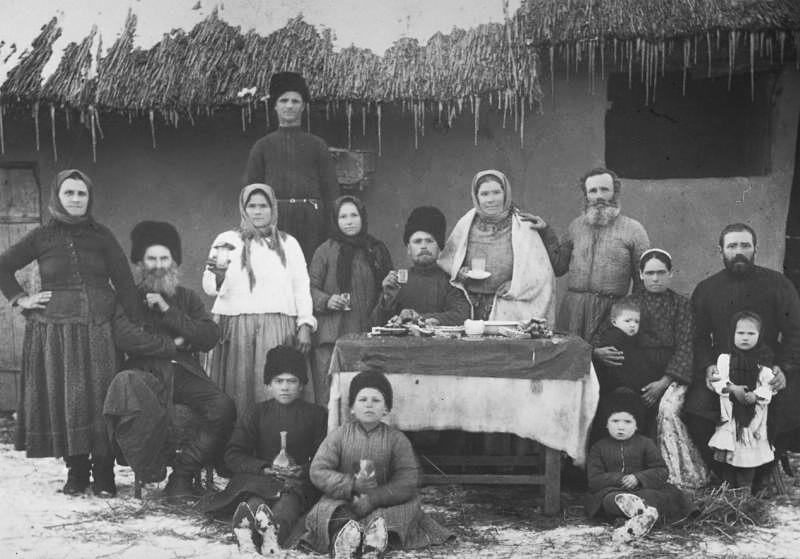 Retrato de una familia de cosacos, década de 1900.