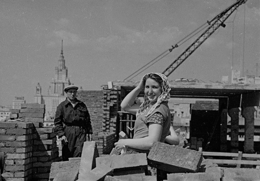 Woman bricklayer
