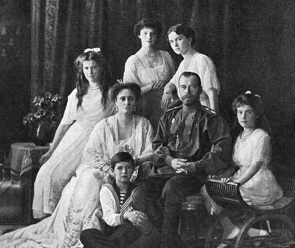 Der letzte russische Zar Nikolaus II. mit seiner Familie, 1914