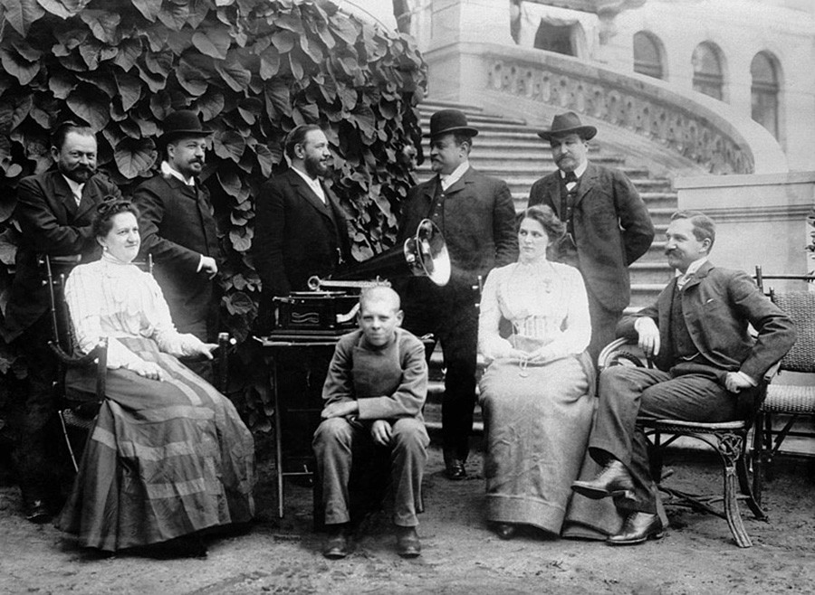 Die Kaufmannsfamilie Morozow in ihrem Herrenhaus Odinzowo-Archangelskoje, 1900er Jahre