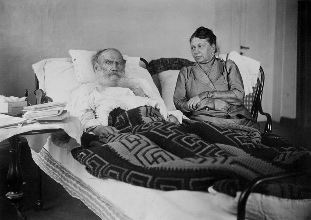Lev Tolstói con su esposa Sofia