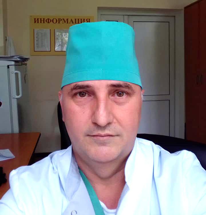 Mendiang Isa Adievich Akhtaev, 51, ahli anestesi-resuscitator di Rumah Sakit Spasokukotsky, Moskow. Akhtaev merupakan satu dari 222 tenaga medis yang meninggal karena corona.