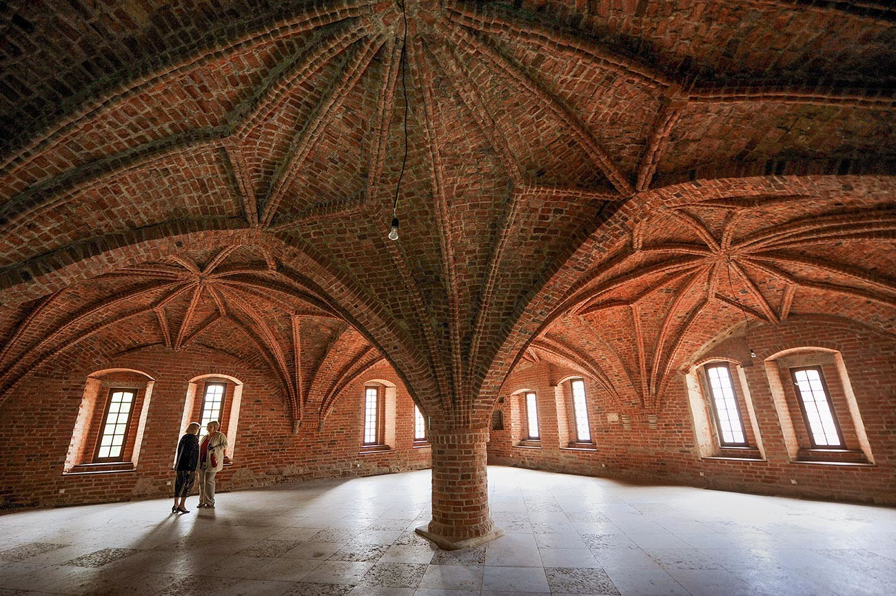 Glavna dvorana škofijske palače (granitne palače) Novgorodskega kremlja.