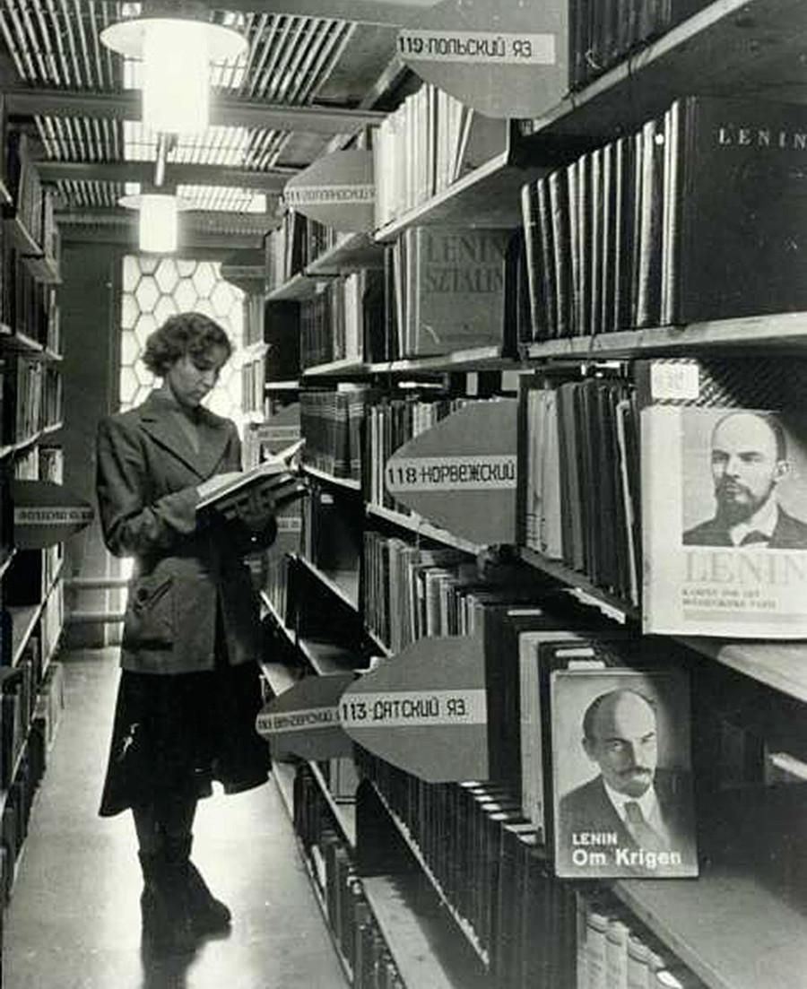 """""""No hay ningún idioma al que no hayan sido traducidas las obras inmortales de Vladímir Lenin."""