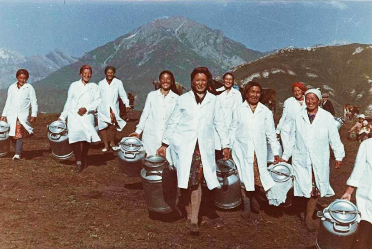 Trayeuses au Kirghizstan, années 1970