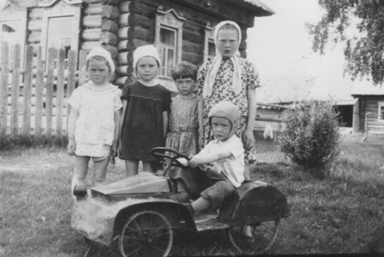 Kolya and his ladies, 1965