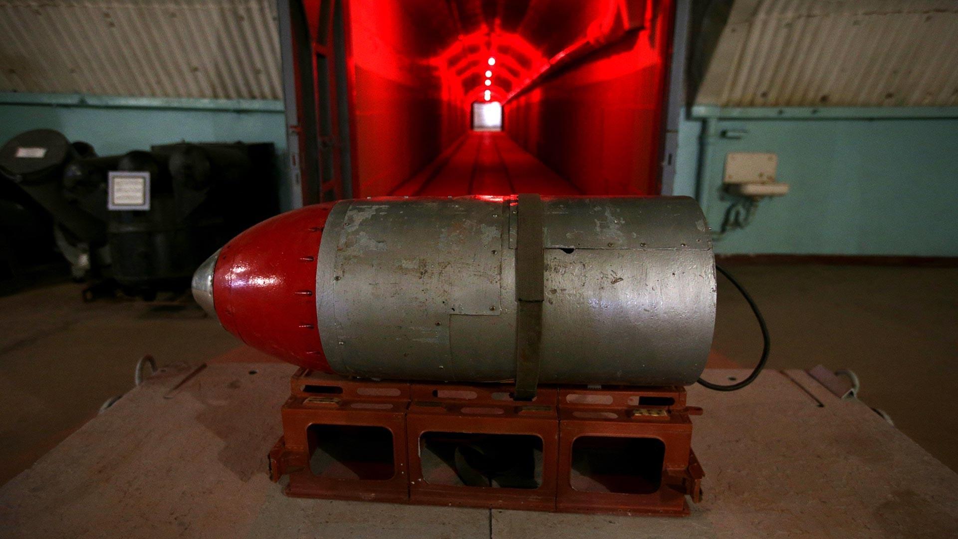 Макета на нуклеарна боева глава