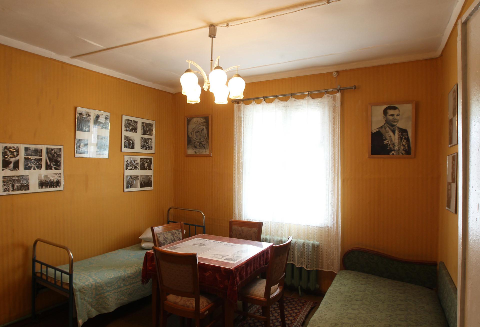 Intérieur de la maison de Iouri Gagarine, partie de l'exposition du musée du cosmodrome de Baïkonour