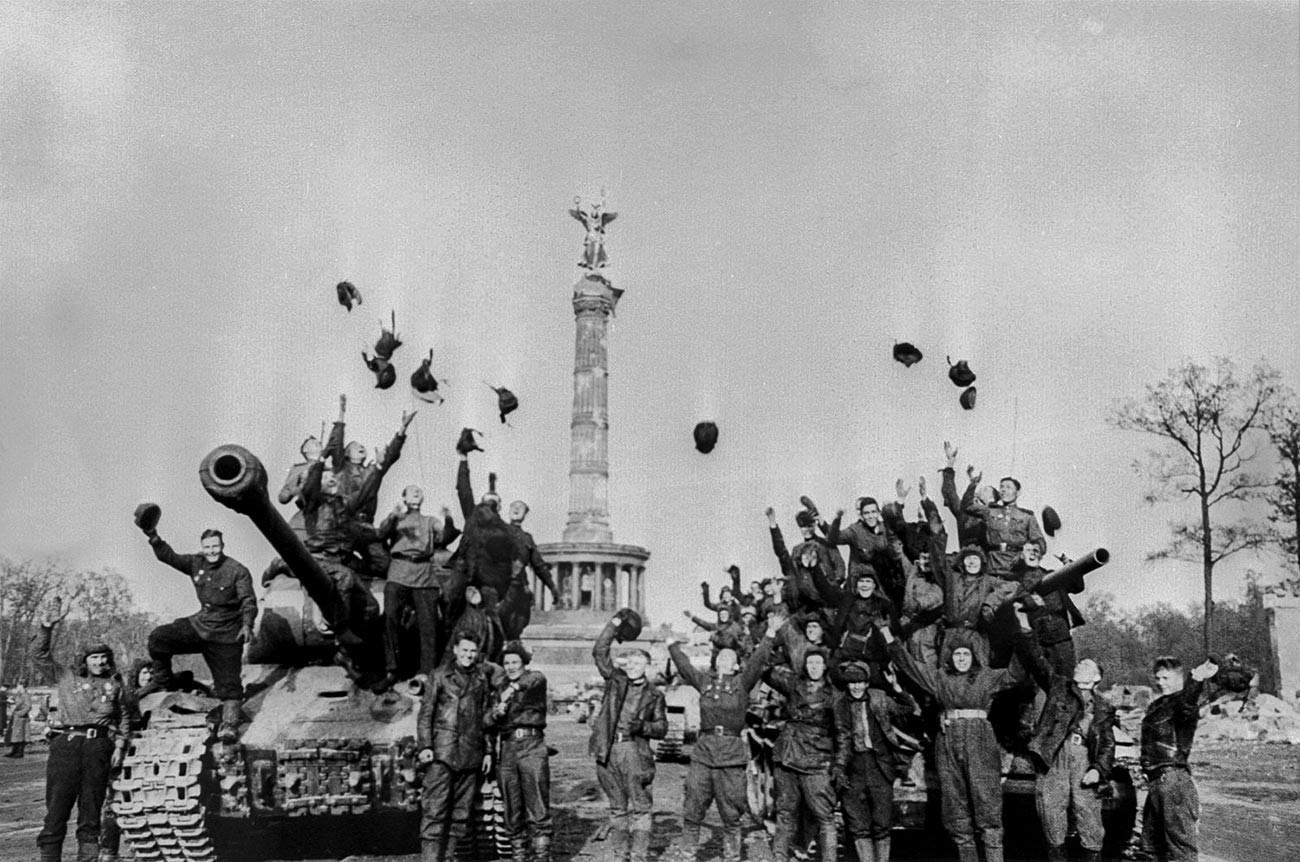 Victoire !, 1945
