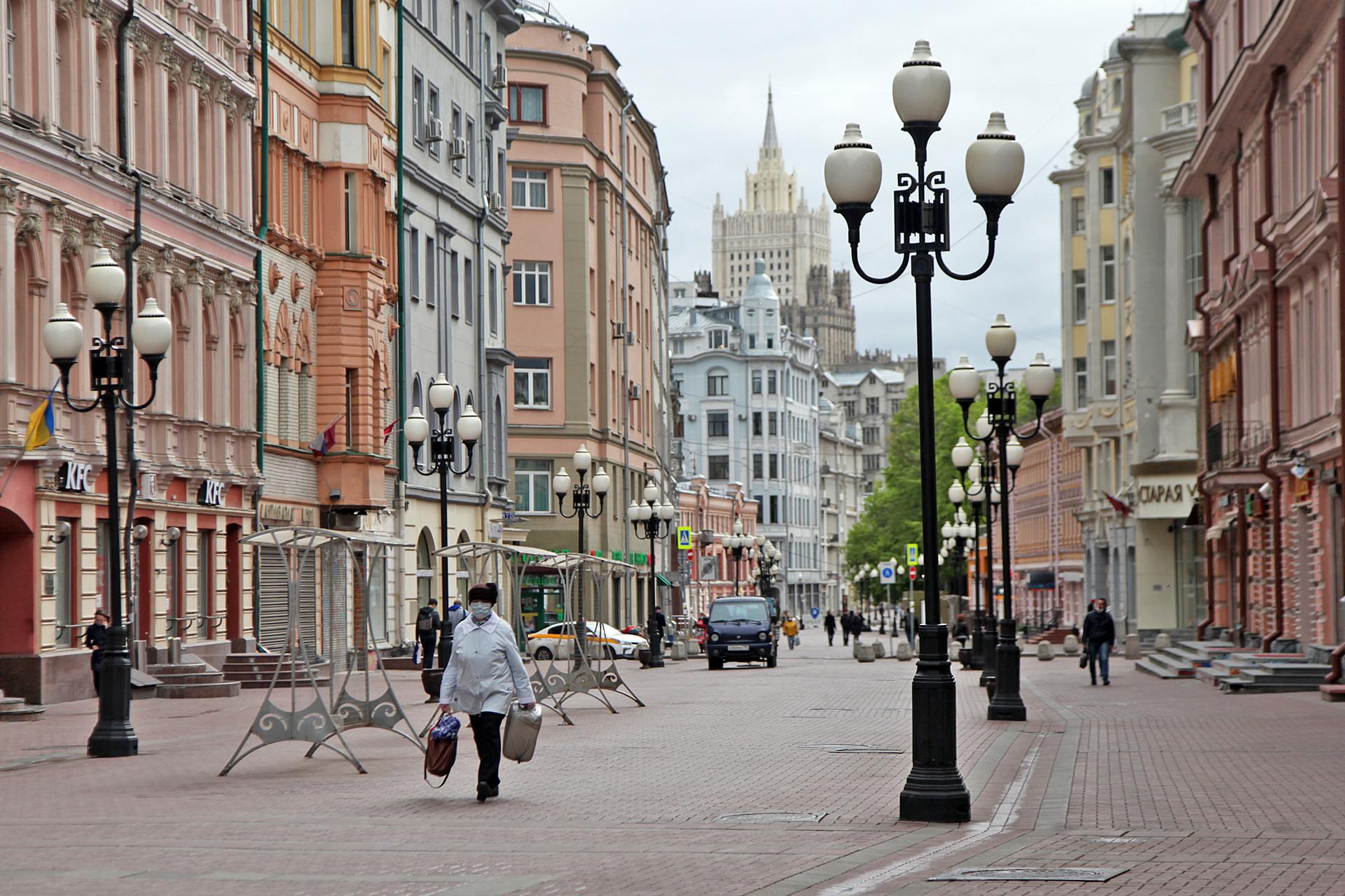 Suasana di kawasan Arbatskaya Ulitsa yang sepi. Salah satu kawasan wisata ini biasanya dipenuhi turis, pedagang, seniman, dan lain sebagainya.