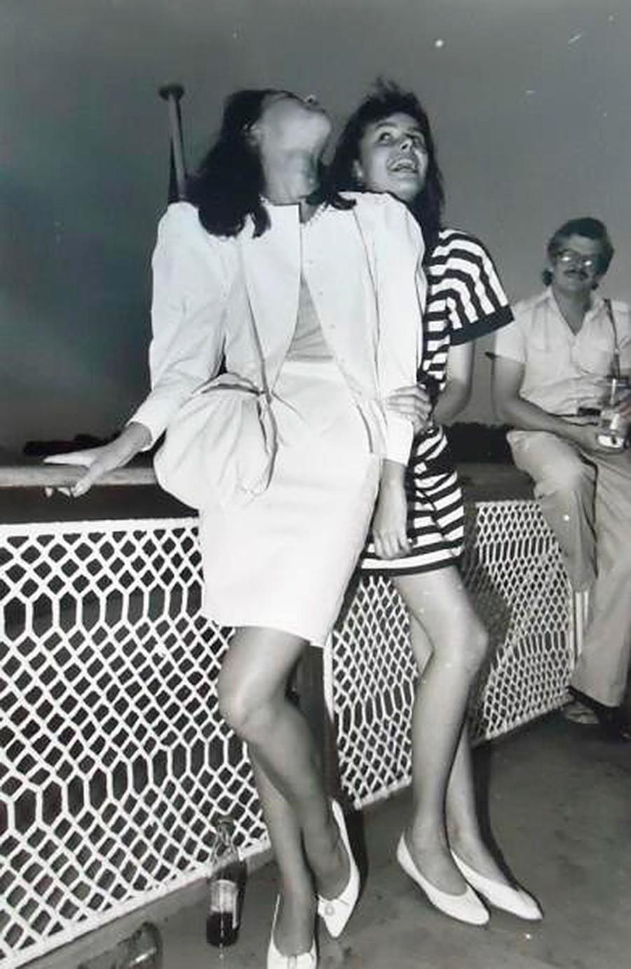 モスクワの美女、カーチャ・チェリチキナとマーシャ・カリーニナ