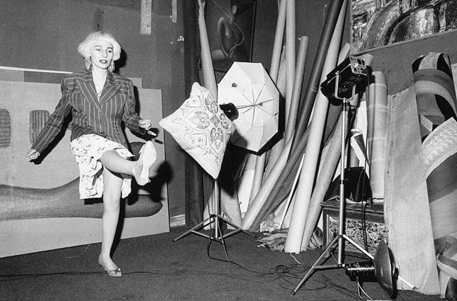 セルゲイ・ボリソフ写真スタジオでの歌手のジャンナ・アグザロワ