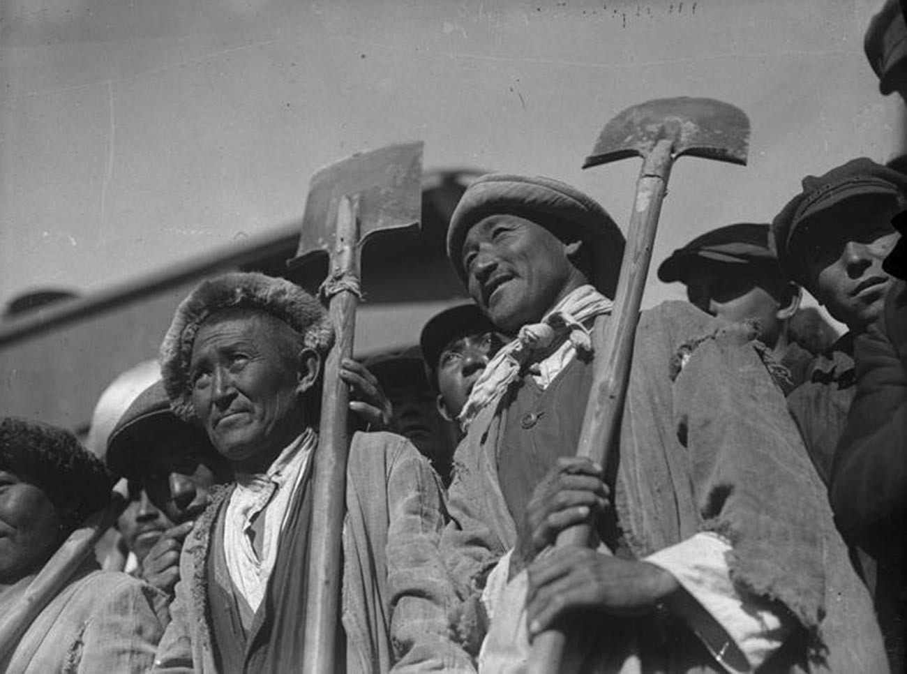 Казахи - строители ТУРКСИБа, одной из главных строек первой пятилетки сталинской индустриализации. Железная дорога связала Сибирь с Казахстаном и Киргизией, 1930.