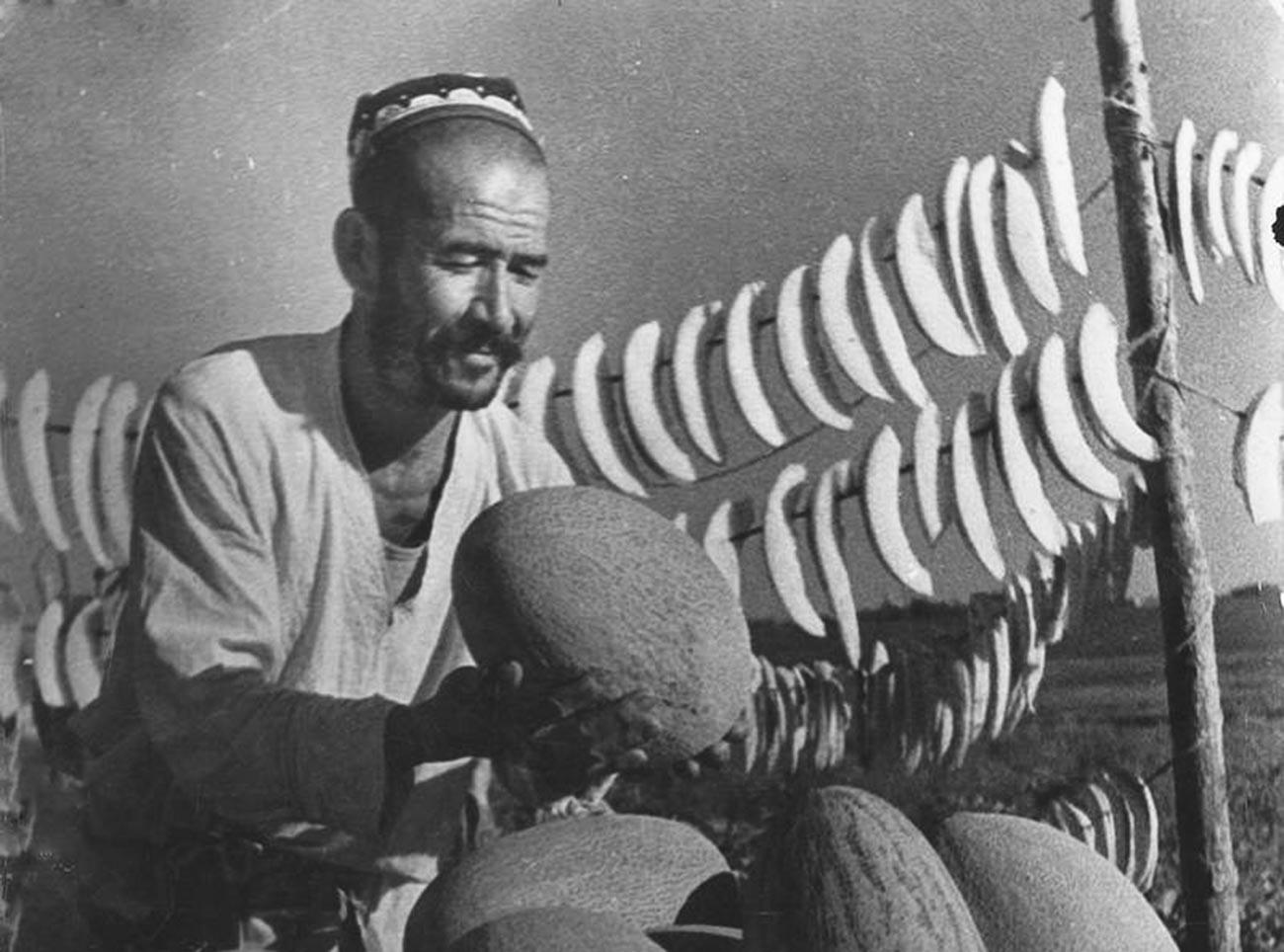 Торговец дынями, Узбекская ССР, 1930-ые.
