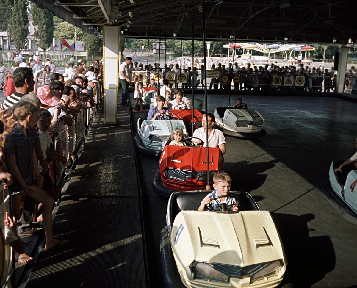 Автодром в Сочинском луна-парке, 1973.