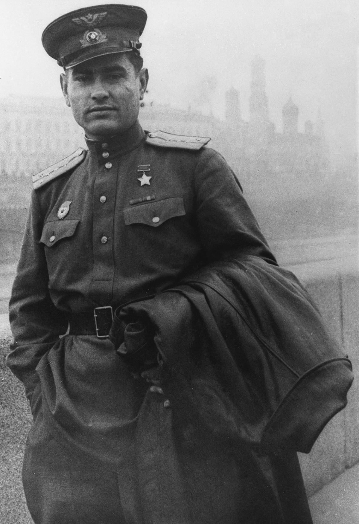 """1. јануар 1943. Подвиг Алексеја Маресјева се прочуо захваљујући публикацији посвећеној његовом подвигу коју је под називом """"Повест о правом човеку"""" објавио ратни дописник Борис Пољевој."""