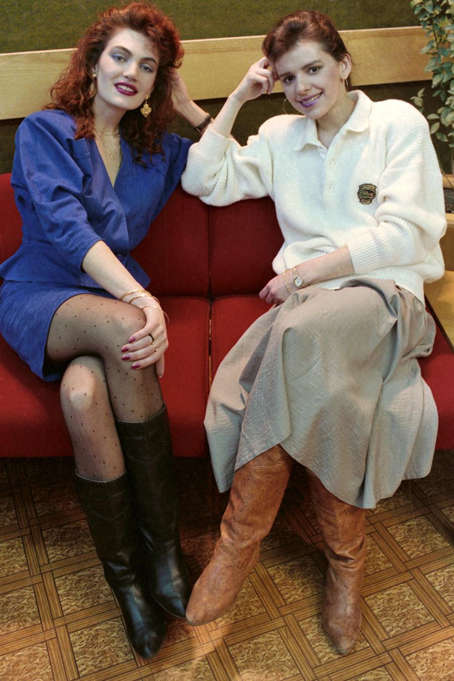 モデルエージェンシー「マトリョーナ」の代表、オリガ・シナイベリとマネージャーのエレーナ・アリモワ。