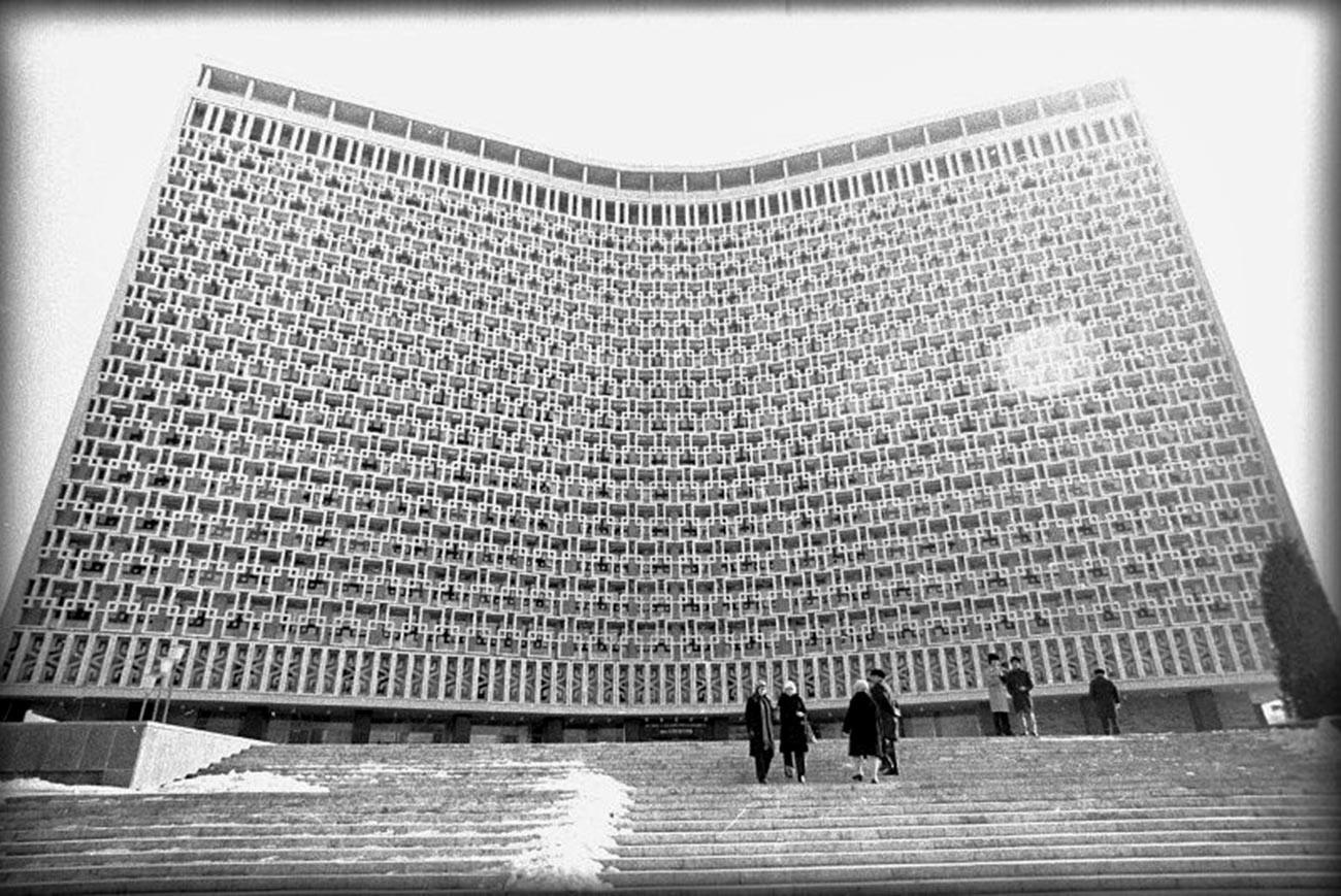 タシケントのホテル「ウズベキスタン」。1974年-1976年