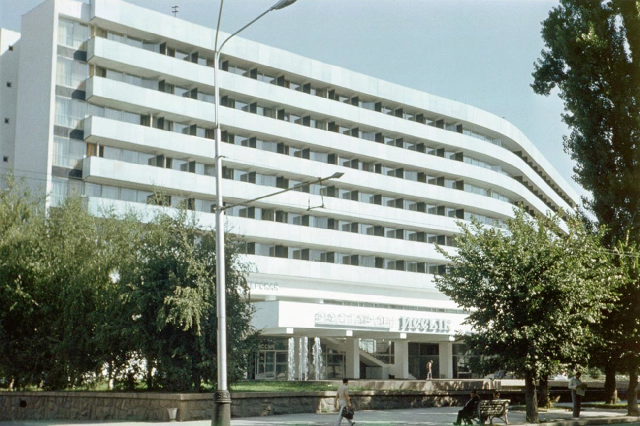 アルマトイ広場のホテル。カザフ・ソビエト社会主義共和国。1978年