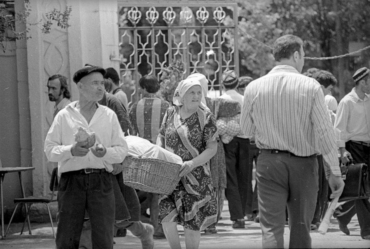 タジキスタンのヌレーク水力発電所。暑い日。1977年