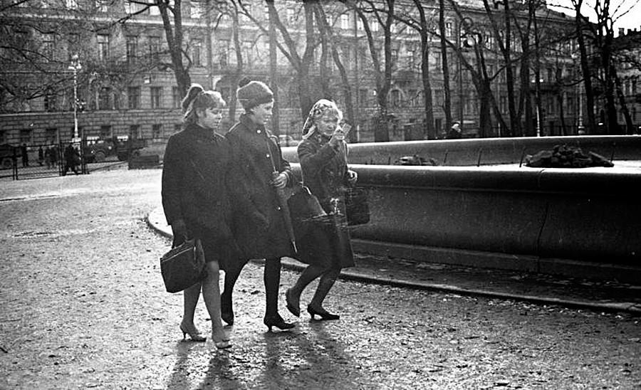 Tri ženske v parku